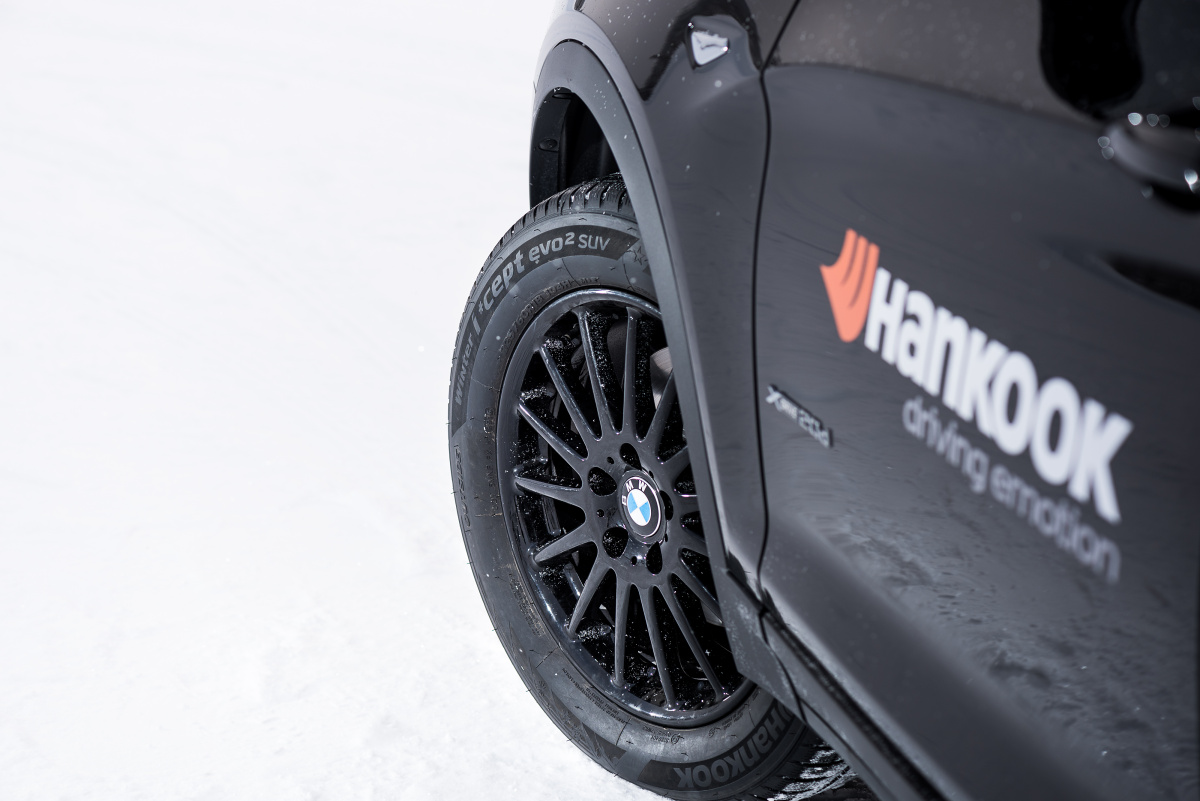 Hankook-Winter_icept_evo2_SUV_BMW-X3